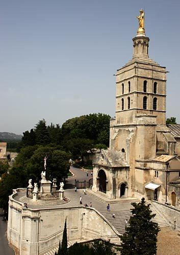 avignon-popes-palace-1