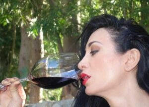 Wine Tasting 2 300x216 How to Taste Wine, Enjoy Wine, Evaluate Wine like Professional Tasters